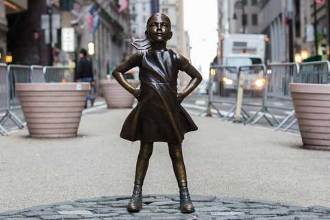 Casting Bronze Fearless Girl Sculpture Before the Wall Street Bronze Bull Statue