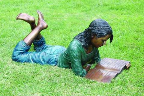 Lying Girl Bronze Statue Reading Sculpture on Lawn for Garden Decoration