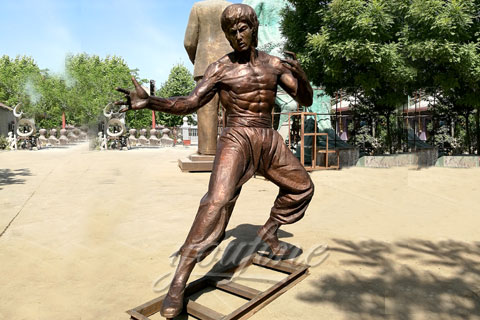 Selling classic square Bruce Lee bronze sculpture