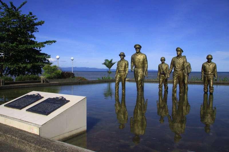 MacArthur Leyte-Landing Memorial Sculptures for Sale BOKK