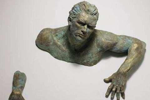 Wholesale Creative Bronze Figure Sculpture of Climbing Man BOKK-91