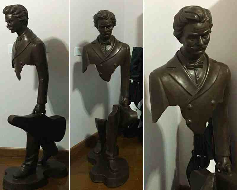 life size Famous Bronze Traveler Sculpture for Sale